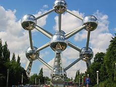 atomium_320_by_240_ccby20_flickr_mike_cattell